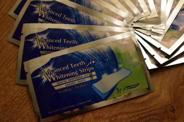 Albirea dinţilor cu Advanced Teeth Whitening Strips