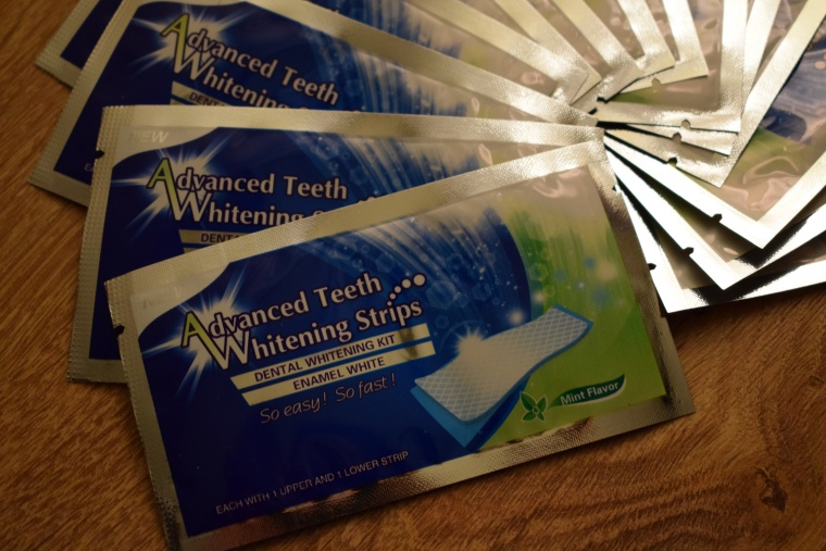 Albirea dinţilor cu Advanced Teeth Whitening Strips
